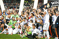 LISBOA, PORTUGUAL, 24.05.2014 - LIGA DOS CAMPEOES - REAL MADRID - ATLETICO DE MADRID - Jogadores do Real Madrid comemoram a conquista da Liga dos Campeões após a vitória por 4 a 1, na prorrogação contra o Atlético de Madrid, no estádio da Luz, em Lisboa, Portugal, neste sábado. O Real conquistou a taça da Liga pela 10ª vez. (PHOTO: PIXATHLON / BRAZIL PHOTO PRESS).