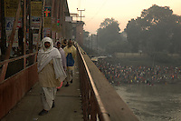 Pilgrims on their way to Sonepur fair. Bihar, India, Arindam Mukherjee.