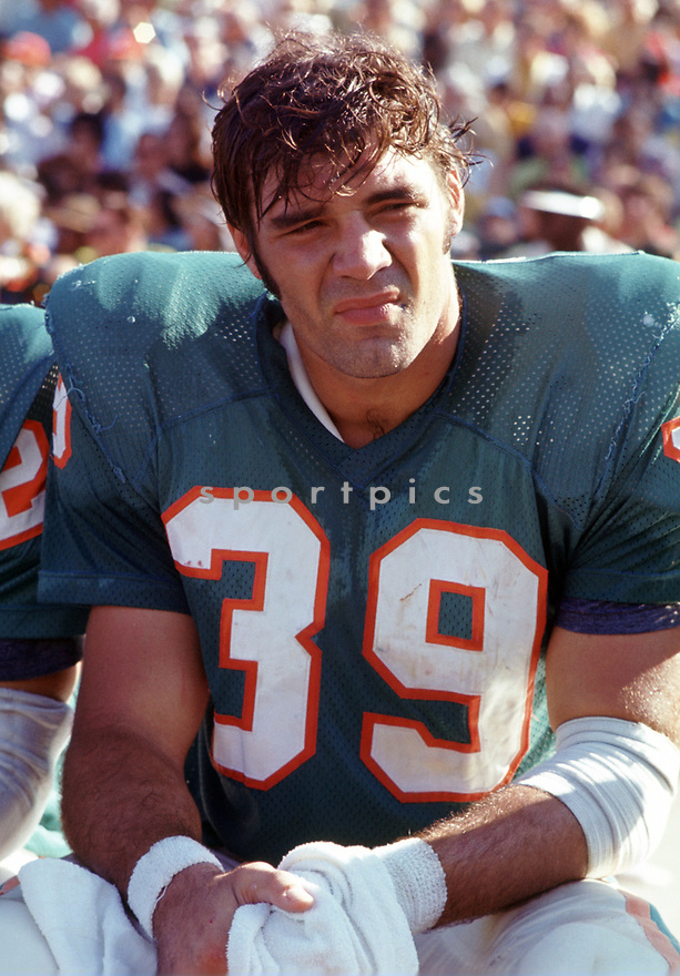 Miami Dolphins Larry Csonka (39) sideline portrait from his 1971 season with the Miami Dolphins. Larry Csonka played for 11 season with 2 different teams, was a 5-time Pro Bowler and was inducted to the Pro Football Hall of Fame in 1987.(SportPics)