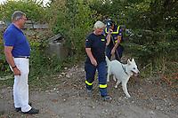 MdB Franz-Josef Jung besucht mit Mitgliedern der CDU Groß-Gerau den THW in Groß-Gerau und beobachtet die Bergungshunde-Übung
