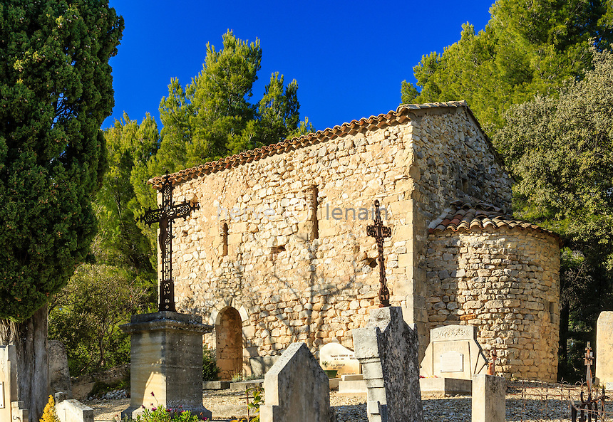 France, Vaucluse (84), La Roque-Alric, la chapelle Saint-Michel dans le cimetière // France, Vaucluse, La Roque-Alric, Saint Michel chapel in the cemetery