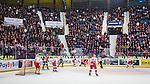 Stockholm 2013-12-28 Ishockey Hockeyallsvenskan Djurg&aring;rdens IF - Almtuna IS :  <br /> Publik p&aring; l&auml;ktarna p&aring; Hovet under matchen mellan Djurg&aring;rden och Almtuna<br /> (Foto: Kenta J&ouml;nsson) Nyckelord:  supporter fans publik supporters inomhus interi&ouml;r interior