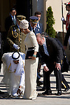 MADRID, SPAIN - APRIL 27:  Sheikha Moza Bint Nasser Al-Missned loses her shoe during the farewell to the Kings of Spain at El Pardo Palace on April 27, 2011 in Madrid, Spain.  (Photo by Juan Naharro Gimenez)