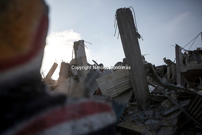 "In this Saturday, Aug. 16, 2014 photo, a Palestinian man looks for his belongings among the rubble of his house destroyed by israeli airstrikes and artillery shelling during the ""Protective Edge"" military operation in Beit Hanoun neighborhood in Gaza City. After a five days truce was declared on 13th August between Hamas and Israel, civilian population went back to what remains from their houses and goods in Gaza Strip. (Photo/Narciso Contreras)"