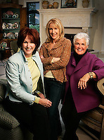 Slug: HM/Sisters On Style.Date: January 24th, 2005.Photographer: Mark Finkenstaedt FTWP.Location:  Bethesda, MD.Caption: L-R: Mary Jo Donohoe, Suzanne Hawkins and Connie Britell sisters who grew up as part of a large family and found sucess in their three individual styles of interior design.  They promote a new decorating  self help product they invented as a collaborative piece.
