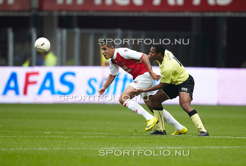 Nederland, Alkmaar, 31 oktober 2010 .Eredivisie .Seizoen 2010-2011 .AZ-Feyenoord (2-1) <br /> Jonathas (l) van AZ en Andre Bahia van Feyenoord