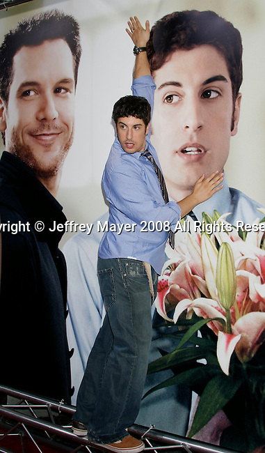 """HOLLYWOOD, CA. - September 15: Actor Jason Biggs  arrives at the world premiere of """"My Best Friend's Girl"""" at The Arclight Hollywood on September 15, 2008 in Hollywood, California."""
