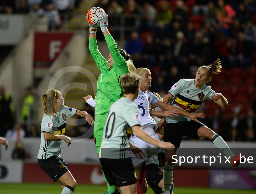 20160408 - ROTHERHAM , ENGLAND : Belgian goalkeeper Justien Odeurs pictured in a duel during the female soccer game between England and The Belgian Red Flames - Belgium , the fourth game in the qualification for the European Championship in The Netherlands 2017  , Friday 8 th April 2016 at AESSEAL New York Stadium in Rotherham , England . PHOTO DAVID CATRY