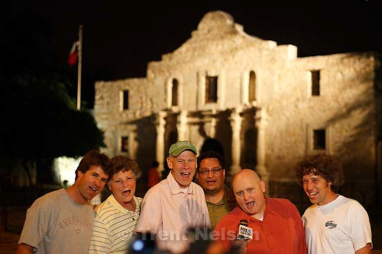 San Antonio - jeff allred, linda hamilton, brad rock, ?, ?, ? in front of the Alamo, doing a rungie time.