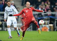 FUSSBALL   1. BUNDESLIGA  SAISON 2012/2013   21. Spieltag  FC Bayern Muenchen - FC Schalke 04                     09.02.2013 Arjen Robben (FC Bayern Muenchen) vor Sead Kolasinac (FC Schalke 04)