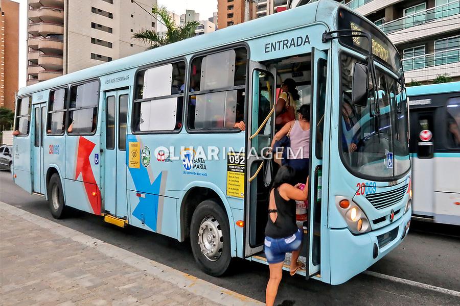 Ttransporte onibus, bairro Meireles, Fortaleza, Ceara. 2018. Foto de Juca Martins