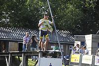 FIERLJEPPEN: BURGUM: 10-09-2016, Pollepleats Nationale Competie, voorbereiding laatste sprong Bart Helmholt, ©foto Martin de Jong