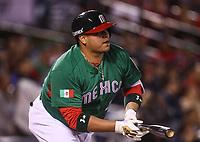 Japeth Amador se embasa en una jugada en el segundo inning, durante el partido Mexico vs Venezuela, World Baseball Classic en estadio Charros de Jalisco en Guadalajara, Mexico. Marzo 12, 2017. (Photo: AP/Luis Gutierrez)