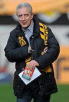 Fussball, 2. Bundesliga, Saison 2011/12, SG Dynamo Dresden - FC Erzgebirge Aue, Sonntag (21.11.11), gluecksgas Stadion, Dresden. Der saechsische Ministerpraesident Stanislaw Tillich (CDU) mit Dynamo Schal.