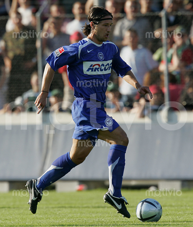 Fussball International Testspiel FC St. Gallen - Hertha BSC Berlin Niko Kovac (Hertha) am Ball