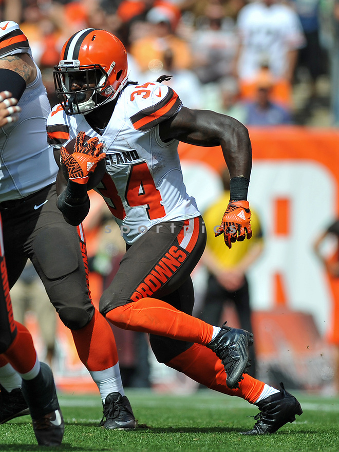 CLEVELAND, OH - JULY 18, 2016: Running back Isaiah Crowell #34 of the Cleveland Browns carries the ball in the first quarter of a game against the Baltimore Ravens on July 18, 2016 at FirstEnergy Stadium in Cleveland, Ohio. Baltimore won 25-20. (Photo by: 2017 Nick Cammett/Diamond Images)  *** Local Caption *** Isaiah Crowell(SPORTPICS)