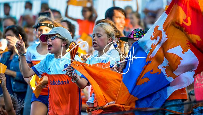 BREDA -  Jonge supporters moedigen Oranje aan en leven mee     tijdens Nederland-Japan (4-1)  bij de 4 Nations Trophy dames 2018 .    COPYRIGHT KOEN SUYK