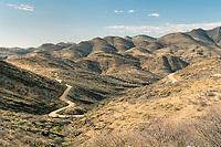 Gamsbergpass mit den Hakosbergen: NAMIBIA, AFRIKA, 15.12.2019: Gamsbergpass mit den Hakosbergen