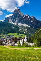 Italy, South Tyrol (Trentino - Alto Adige), Dolomites, Corvara in Badia with  summit Sassongher | Italien, Suedtirol (Trentino - Alto Adige), Dolomiten, Corvara mit Pfarrkirche Hl. Katharina und Hausberg Sassongher