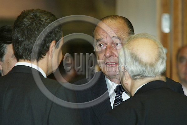 BRUSSELS - BELGIUM - 17 JUNE 2005 -- EU SUMMIT.--Jacques CHIRAC, President of France, speaking with Jose Luis Roriguez ZAPATERO(L), Spanish Prime Minister, and Miguel Angel MORATINOS the Spanish Minister for Foreign Affirs. PHOTO: ERIK LUNTANG / EUP-IMAGES..