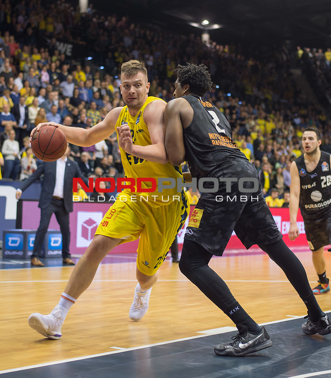 10.05.2019, EWE Arena, Oldenburg, GER, easy Credit-BBL, EWE Baskets Oldenburg vs Mitteldeutscher BC, im Bild<br /> Rashid MAHALBASIC (EWE Baskets Oldenburg #24 ) James FARR (Mitteldeutscher BC #2 )<br /> <br /> Foto © nordphoto / Rojahn