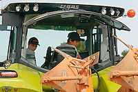 Tracteur piloté par un enfant de 12 ans, première année de conduite