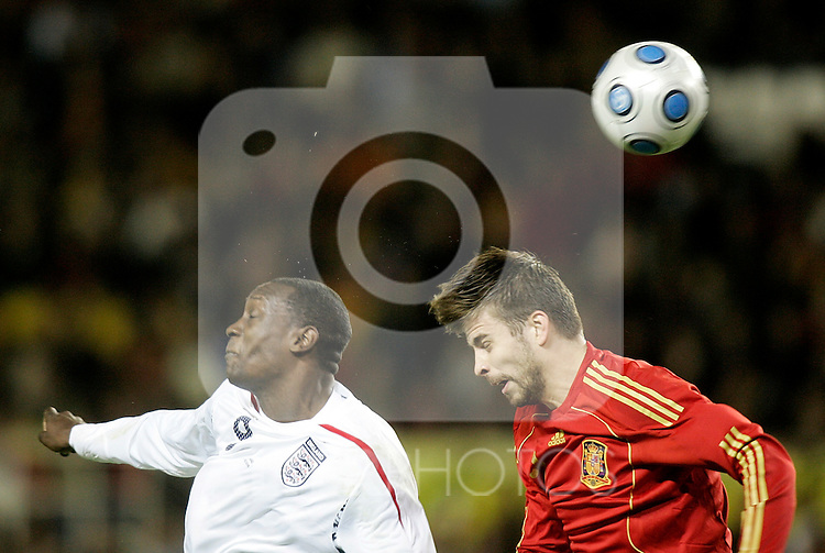 Spain´s Gerard Pique against England's Emile Heskey during an international friendly, February 11, 2009. (ALTERPHOTOS/Alvaro Hernandez).