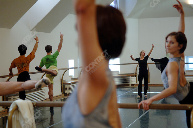 """Suki Schorer, a fomer principal dancer of the NYCB and an expert of Balanchine technique took a class at the Bolshoi Ballet in Moscow where she has been teaching dancers for a new staging of Balanchine's """"Serenade."""" Moscow, Russia, February 2, 2007"""