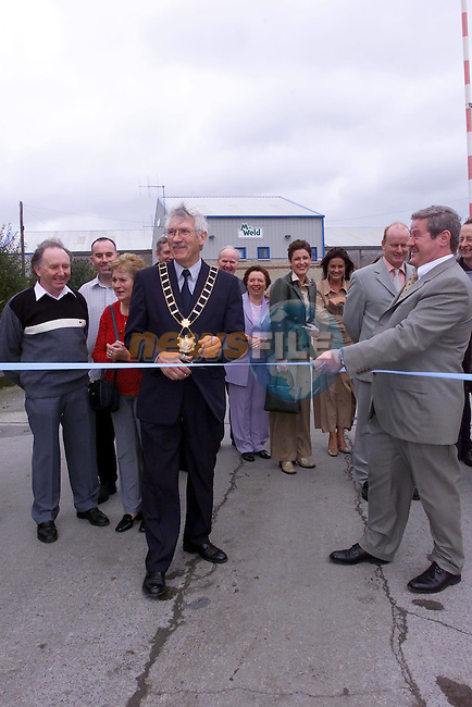 jimmy Mulroy mayor of Drogheda Cutting the tape to open the Boyne Business Park..Picture Fran Caffrey Newsfile.