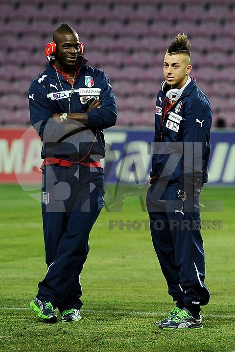 GENEBRA, SUICA, 21 DE MARCO DE 2013 - Mario Balotelli (E) e Stephan El Shaarawy jogadores da Italia durante partida amistosa contra o Brasil, disputada em Genebra, na Suíça, nesta quinta-feira, 21. O jogo terminou 2 a 2. FOTO: PIXATHLON / BRAZIL PHOTO PRESS