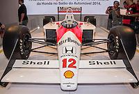 SAO PAULO, SP - 05.11.2014 - SAL&Atilde;O DO AUTOM&Oacute;VEL - Honda apresenta curto document&aacute;rio e a McLaren-Honda pilotada pelo Tricampe&atilde;o Mundial Ayrton Senna nesta quarta-feira (5) no Sal&atilde;o Internacional do Autom&oacute;vel em S&atilde;o Paulo. O carro apresentado foi a mesma do primeiro t&iacute;tulo do piloto na d&eacute;cada de 1980.<br /> <br /> <br /> (Foto: Fabricio Bomjardim / Brazil Photo Press)