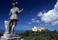 "Portugal, Sintra: Statue ""The Giant"" und Palácio da Pena 