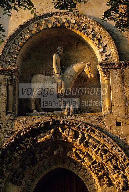 Europe/France/Poitou-Charentes/79/Deux-Sèvres/Melle: Détail du Cavalier qui orne le portail de l'église Saint-Hilaire-de-Melle XI  et XII- Art roman