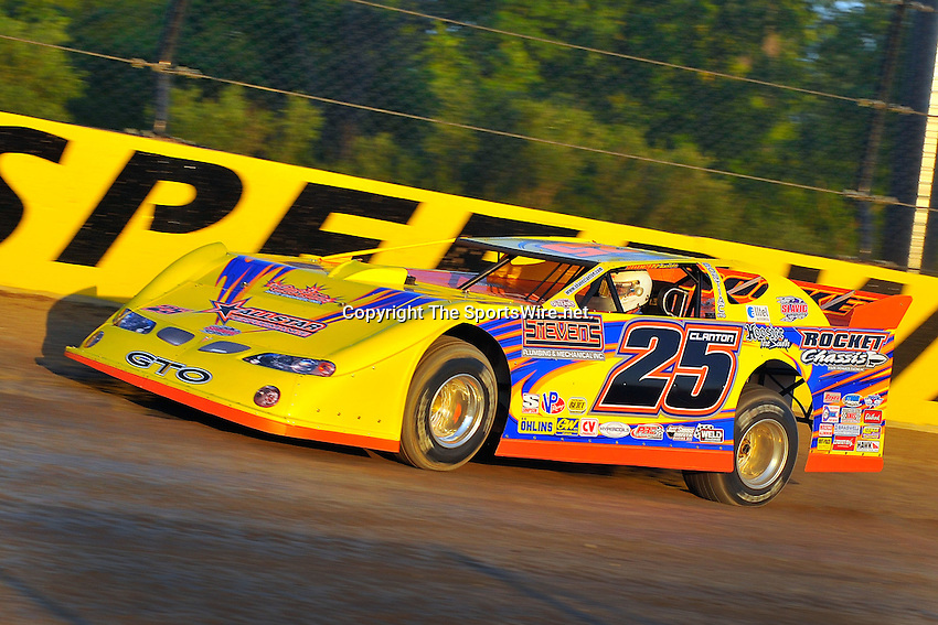 Jun 5, 2009; 8:28:31 PM; Rossburg, OH., USA; The running of the Dream XV  Dirt Late Models at the Eldora Speedway.  Mandatory Credit: (thesportswire.net)