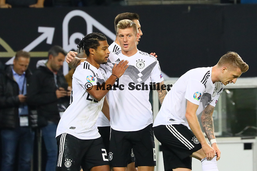 Serge Gnabry (Deutschland Germany) mit Toni Kroos (Deutschland Germany) nach dem 1:0 - 06.09.2019: Deutschland vs. Niederlande, Volksparkstadion Hamburg, EM-Qualifikation DISCLAIMER: DFB regulations prohibit any use of photographs as image sequences and/or quasi-video.