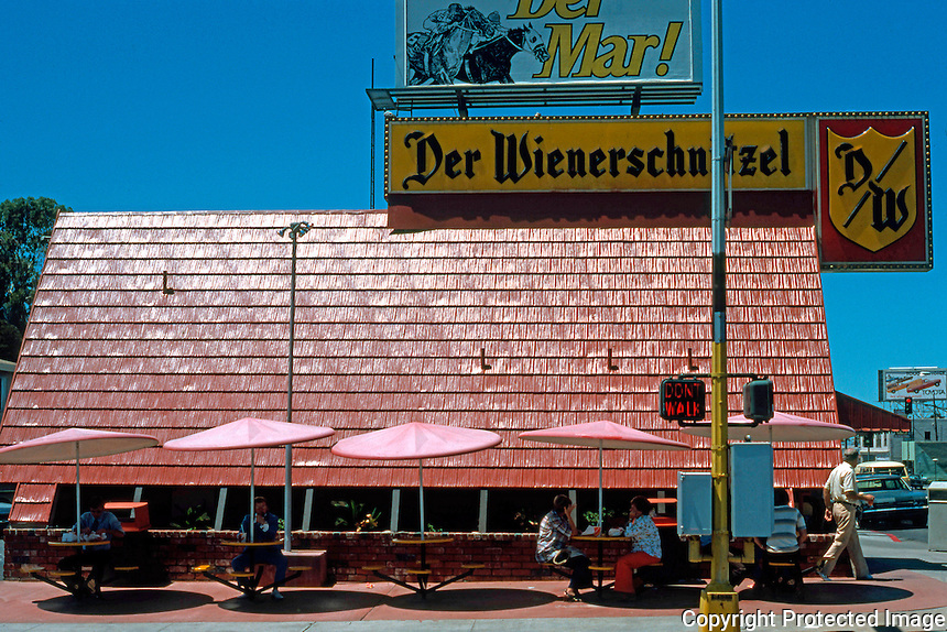 San Diego: Der Wienerschnitzel, Washington Street in Hillcrest. Photo '76.