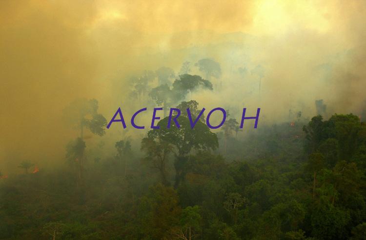 Cenas de queimada ao lado do Rio Xingu proximo a Sao Felix do Xingu, no Para em 13/08/2002.<br /> Foto Olaf Grimburg