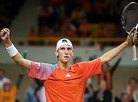 21-9-08, Netherlands, Apeldoorn, Tennis, Daviscup NL-Zuid Korea, :  Thiemo de Bakker  in jubilation after scoring the winning point for the Netherlands 3-2