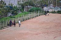 SAO PAULO, SP, 23.08.2013 – TRAFICO DE DROGAS / BRASILÂNDIA / SP<br /> Possível comércio de drogas é visto no Complexo Esportivo Oswaldo Brandão, na Avenida Michihisa Muranta, na Brasilândia, região norte de São Paulo, na tarde de sexta feira, 23 (Foto: Fabio Martins / Brazil Photo Press).