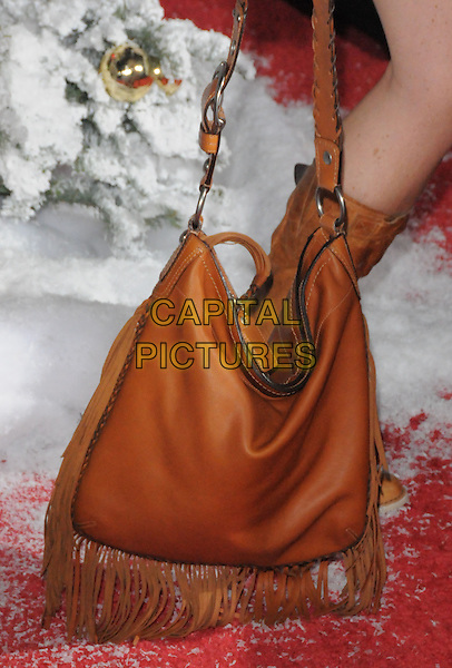 "MINNIE DRIVER'S BAG .World Premiere of ""Four Christmases"" held at The Kodak Theatre in Hollywood, California, USA..November 20th, 2008                                                                     .4 brown leather bag purse tassels.CAP/DVS.©Debbie VanStory/Capital Pictures."