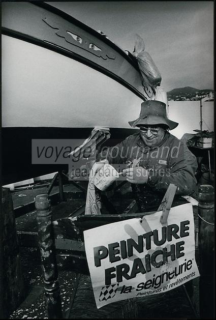 Europe/France/Provence-Alpes-Cote d'Azur/06/Alpes-Maritimes/Nice:Le Port Louis Maisa  dit le Roi des poulpes parcequ'une poulpe lui vola jadis sa montre,repeint son pointu