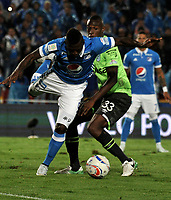 BOGOTA - COLOMBIA - 18 – 11 - 2017: Duvier Riascos (Izq.) jugador de Millonarios disputa el balón con Kevin Balanta Lucumi (Der.) jugador de Deportivo Cali, durante partido de la fecha 20 entre Millonarios y Deportivo Cali, por la Liga Aguila II-2017, jugado en el estadio Nemesio Camacho El Campin de la ciudad de Bogota. / Duvier Riascos (L) player of Millonarios vies for the ball with Kevin Balanta Lucumi(R) player of Deportivo Cali, during a match of the date 20th between Millonarios and Deportivo Cali, for the Liga Aguila II-2017 played at the Nemesio Camacho El Campin Stadium in Bogota city, Photo: VizzorImage / Luis Ramirez / Staff.
