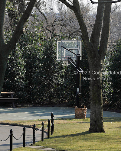 Washington, D.C. - March 6, 2009 -- Existing half court basketball court on the South Lawn of the White House near the Oval Office on Friday, March 6, 2009..Credit: Ron Sachs / Pool via CNP
