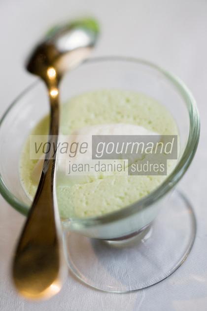 """Europe/France/Rhône-Alpes/73/Savoie/Chambéry: Pistache et café en duo ,Ganache café en millefeuille,sorbet pistache  -  recette de Jean-Michel Bouvier  chef du  Restaurant  de """"L'Essentiel"""""""
