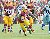Washington Redskins running back Chris Thompson (25) carries the ball for a long gain in the second quarter against the Dallas Cowboys at FedEx Field in Landover, Maryland on Sunday, September 18, 2016.  The Cowboys won the game 27 - 23.<br /> Credit: Ron Sachs / CNP