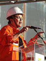 RIO DE JANEIRO, RJ, 11 SETEMBRO 2013 - PRESIDENTE DILMA ROUSSEF VISITA OBRAS DA PLATAFORMA P-47 - A Presidente Dilma Rousseff visita  as obras da plataforma P-41 no Estaleiro Inhaúma e do inicio da Operação Etapa 1 do GLP pressurizado do Terminal Aquaviario de Ilha Comprida a Presidente ira falar para os operários da Petrobras no estaleiro no Rio de Janeiro nessa terça 11. (FOTO: LEVY RIBEIRO / BRAZIL PHOTO PRESS)