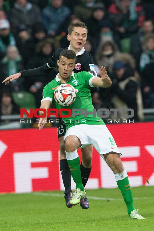 04.04.2015, Weser Stadion, Bremen, GER, 1.FBL. Werder Bremen vs 1. FSV Mainz 05, im Bild<br /> <br /> <br /> Stefan Bell (FSV Mainz 05 #16)<br /> Franco Di Santo (Bremen #9)<br /> <br /> <br /> Foto &copy; nordphoto / Kokenge