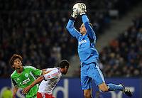 FUSSBALL   1. BUNDESLIGA   SAISON 2011/2012    10. SPIELTAG Hamburger SV - VfL Wolfsburg                                22.10.2011 Torwart Jaroslav DROBNY (re, Hamburg) kann unbedraengt fangen