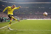 FUSSBALL  DFB-POKAL  VIERTELFINALE  SAISON 2012/2013    FC Bayern Muenchen - Borussia Dortmund          27.02.2013 Marco Reus (Borussia Dortmund) fuehrt eine Ecke aus