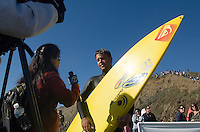 Anthony Tashnick does an interview after his heat in the first round of the 2008 Mavericks Surf Contest from in Half Moon Bay, Calif., Saturday, January 12, 2008...Photo by David Calvert/isiphotos.com